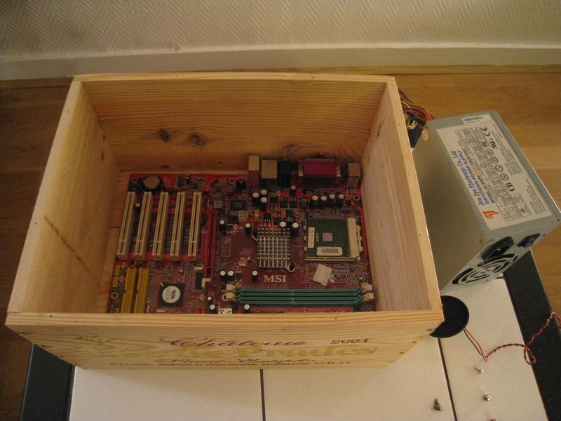 Mod pc dans une caisse de vin en bois micougnou - Construire sa cave a vin en bois ...