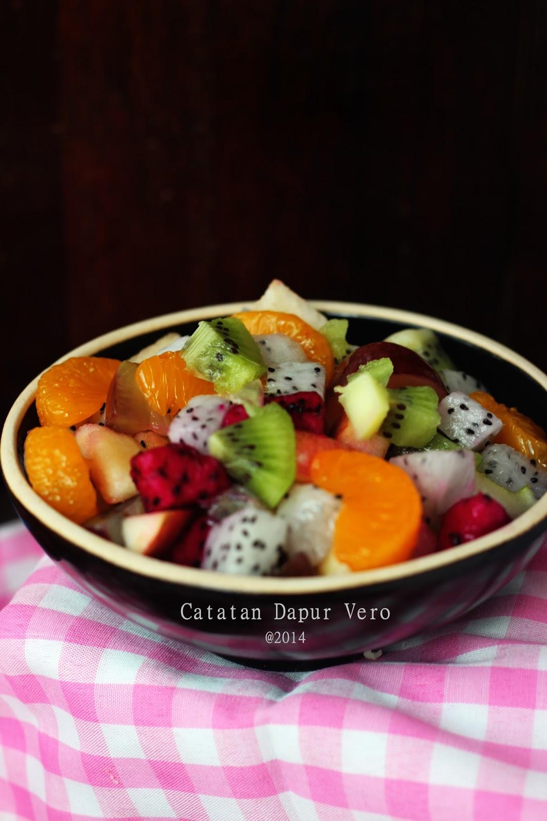 Salad Sayuran dengan Thousand Island Dressing