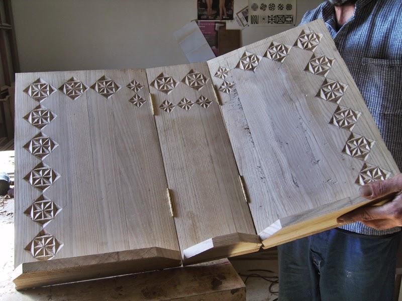 Atril de madera libros grandes y tallado - Atril decoracion ...