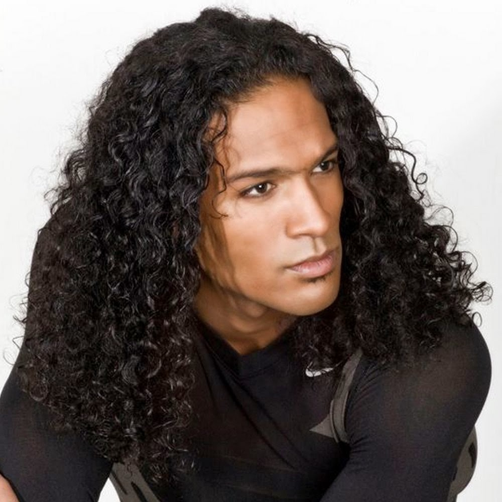 sunny curly hairstyles for men