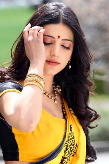 Shruthi Hassan Gabbar singh movie song gannulanti kannulunna pics
