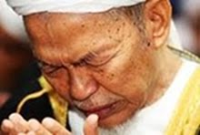 """BERDOALAH KAMU KAPADA KU NESCAYA AKU PERKENANKAN DOA&#39; PERMOHONAN KAMU""  SURAH AL-MU&#39;MIN, AYAT  60."