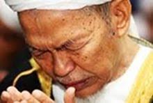 """""""BERDOALAH KAMU KAPADA KU NESCAYA AKU PERKENANKAN DOA' PERMOHONAN KAMU""""  SURAH AL-MU'MIN, AYAT  60."""