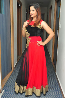 Shilp Chakravarthy in Beautiful Red and Black Floor Length Sleeveless Anarkali Dress Sizzling Spicy Pics