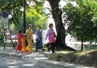လျပည့္ေန႔မွာ ျမန္မာျပည္သားေတြ သြားၾကတ့ဲ ဇင္းမယ္ျမိဳ႕ ျမန္မာေက်ာင္း  – Burmese monastery in Chiang Mai