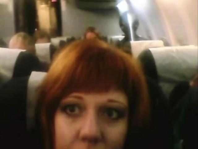 Cette femme était photographiée par un étranger ?