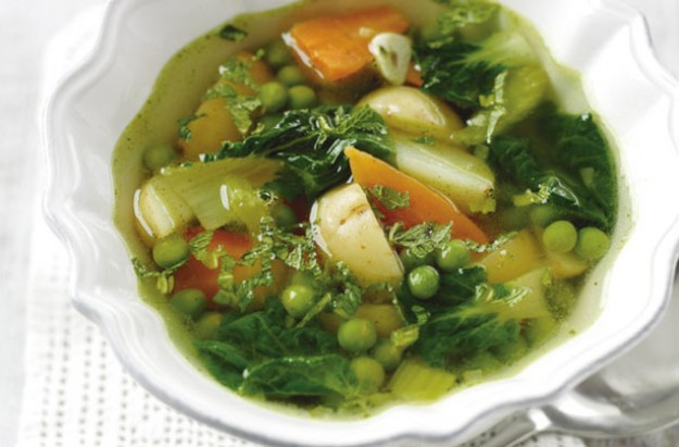 Low Calorie Spring Vegetable Soup #healthysouprecipe