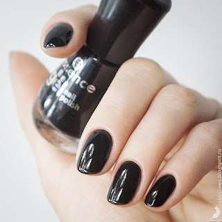 Essence The Gel Nail Polish #46 Black Is Back