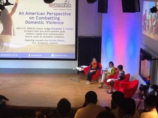 Perspektif Amerika dalam Mengatasi Kekerasan Rumah Tangga