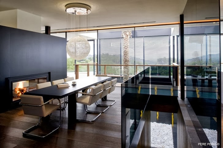 Black dining room in Window House by LADAA in Valencia