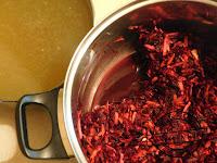 Barszcz czerwony zupa na przyjęcie ciepły posiłek regeracyjny na mrozy chłody mróz za oknem zrób barszcz z krokietem