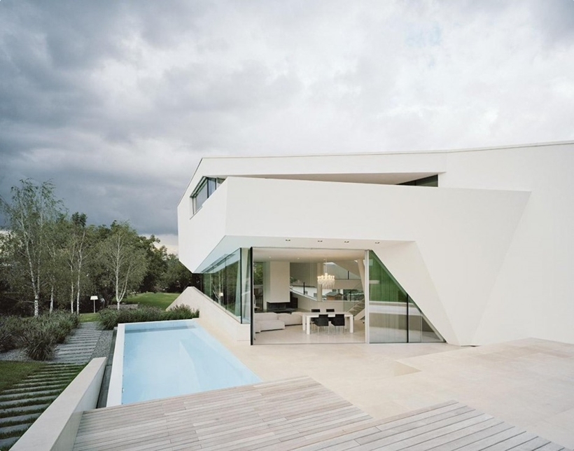 Terrace and swimming pool of Villa Freundorf by Project A01 Architects