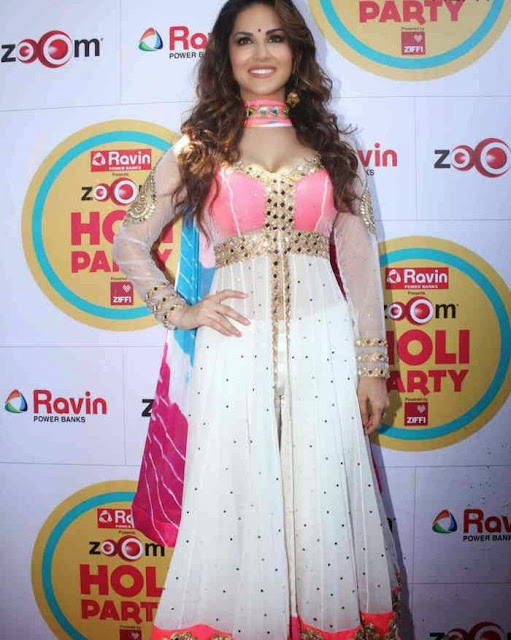 Sunny Leone at Zoom Holi Party Bash celetion Pictures 8.jpg