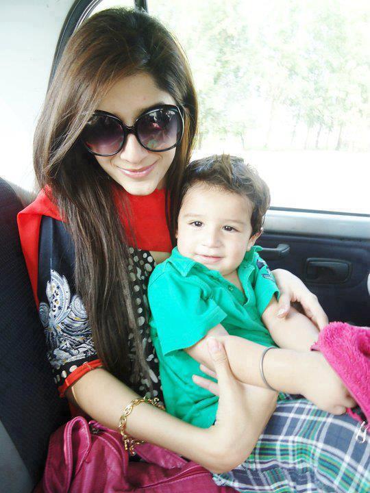 Mawra hocane with baby images 2012