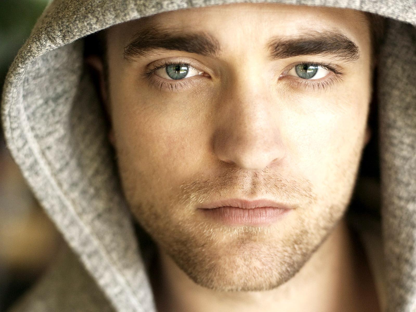 http://2.bp.blogspot.com/-H0fOx-j5kxs/TuIjMF0dn_I/AAAAAAAAFDc/VT_US-Xm6gg/s1600/Robert-Pattinson1.jpg