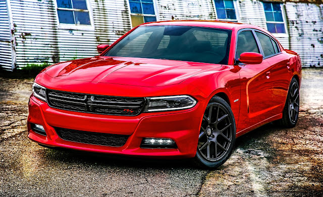 Front 3/4 view of 2015 Dodge Charger R/T