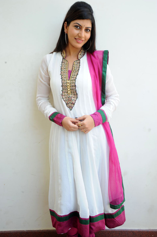 , Sarah Sharma Hot Pics