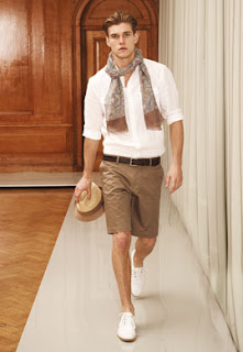 Well-cut khaki shorts for men