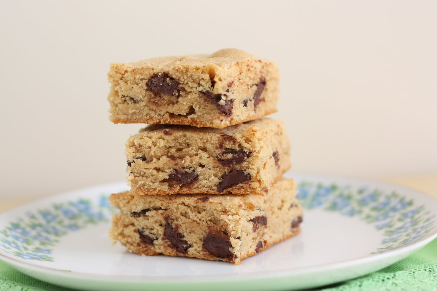 That Winsome Girl: Peanut Butter Chocolate Chip Blondies