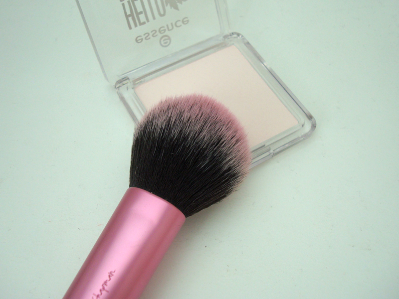 "colour adapting powder blush ""beauty-fall red"" aus der Hello Autumn LE von essence"