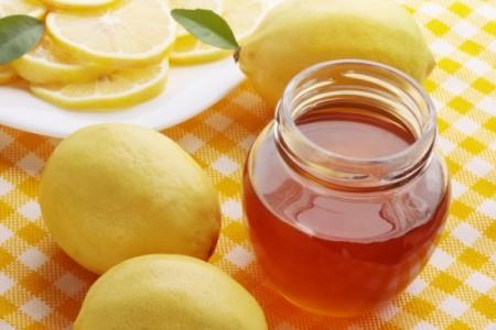 Cách trị mụn cám ở mũi từ mật ong và chanh