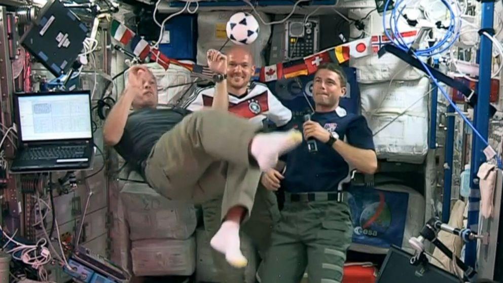 Обръснаха американски астронавт…