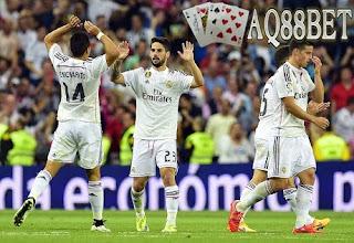 Agen Piala Eropa | Agen Bola | Bandar Bola - Menjamu Valencia di Santiago Bernabeu, Minggu (10/5/2015) dinihari WIB, Real Madrid sudah tertinggal 0-2 di babak pertama
