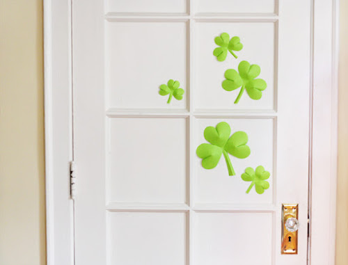 http://howaboutorange.blogspot.ca/2013/03/easy-to-make-st-patricks-day-decorations.html