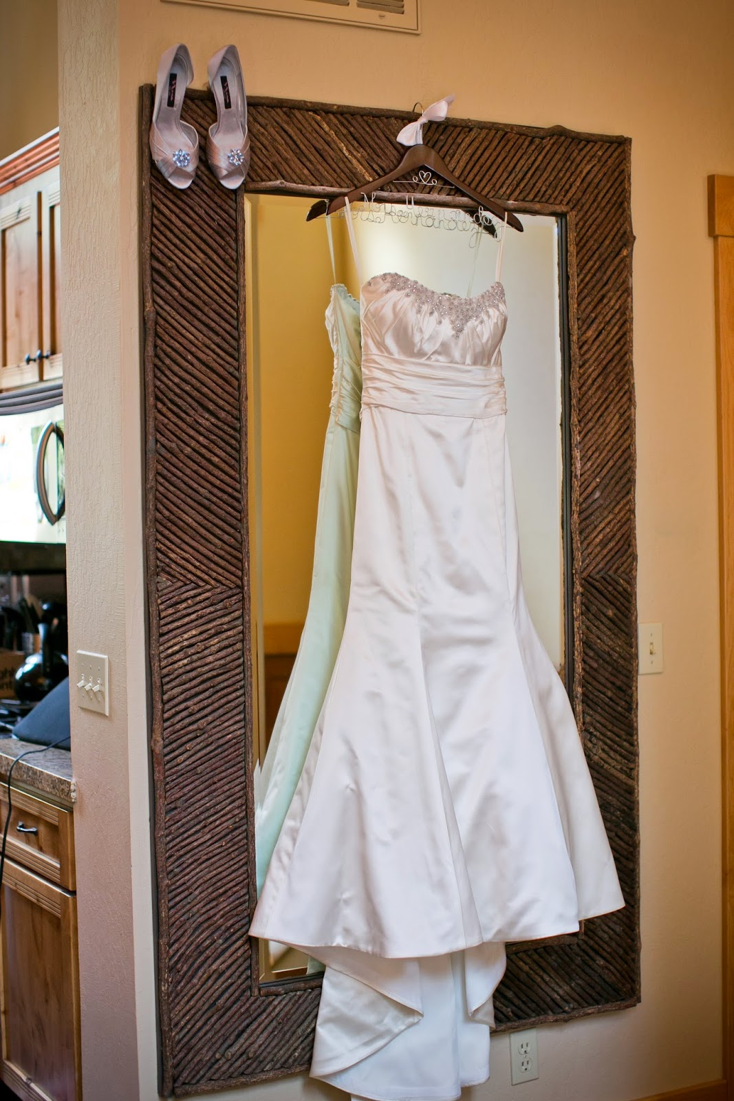 Fit and Flare bridal gown // Kacie Jean Photography // Take the Cake Event Planning