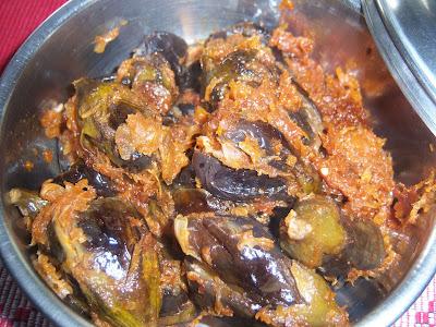 UlliVankaya -- Baingan curry stuffed with onion paste