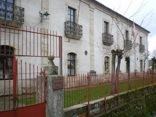 Fachada del ayuntamiento de Candelario