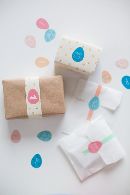 solid and easy Easter wrapping idea with gift tag