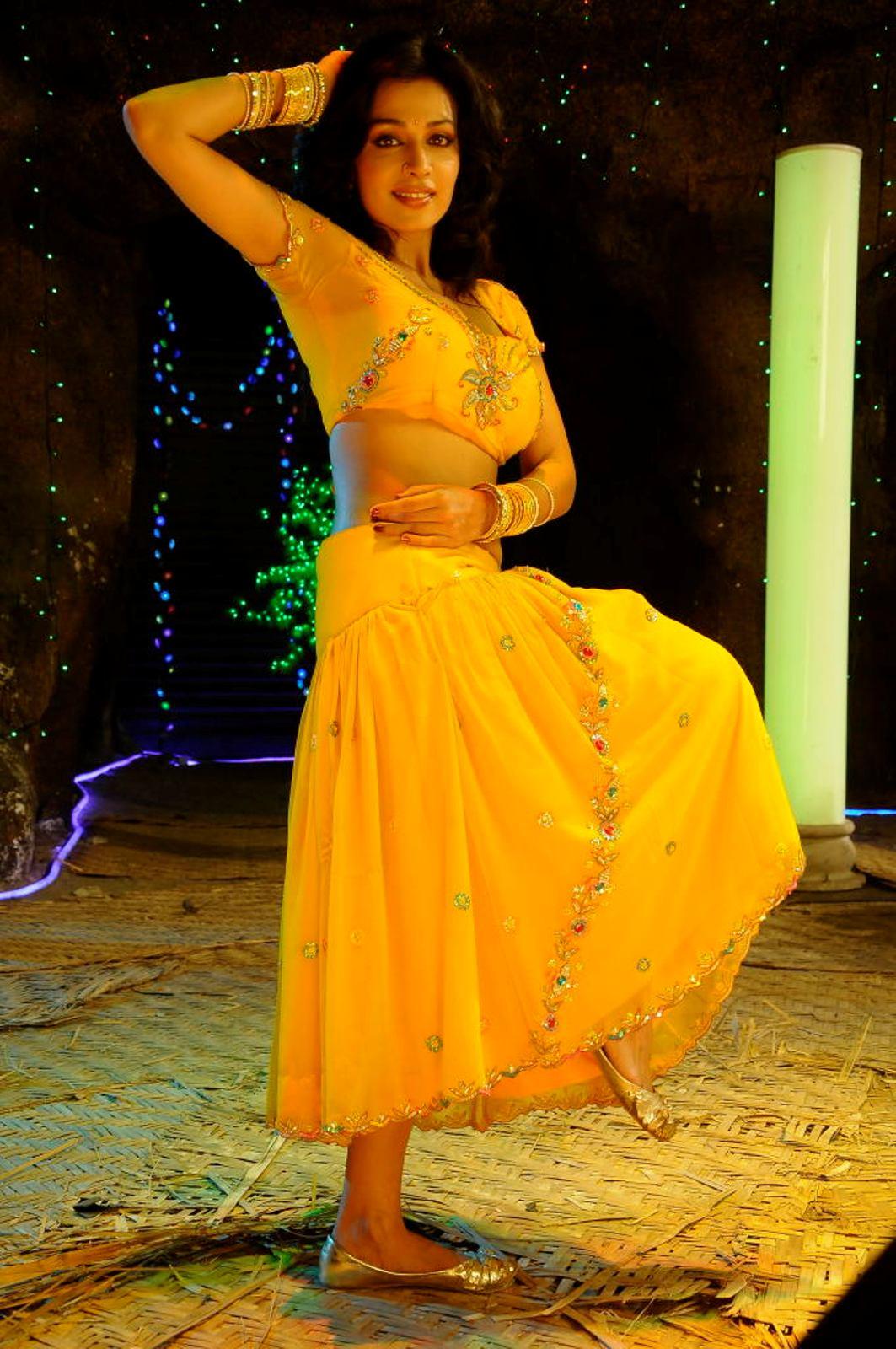 http://2.bp.blogspot.com/-H2SgJE8Whd4/UFX1IkcRC_I/AAAAAAAFKgg/IrTe306Fmmo/s1600/Asha-Saini-Dancing-Pics+%25286%2529.JPG