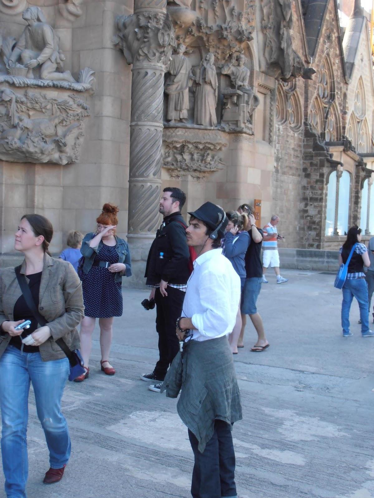 http://2.bp.blogspot.com/-H2U47H-6ii8/T6USDG504mI/AAAAAAAACbE/EyC2ORtNZcQ/s1600/Ian-Nina-in-Barcelona-ian-somerhalder-and-nina-dobrev-30728939-1280-1707.jpg