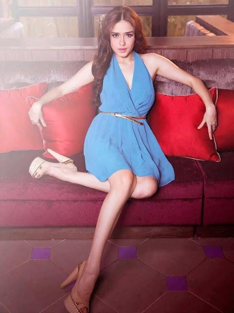 Koleksi Foto Seksi Yasmine Wildblood di Majalah MALE