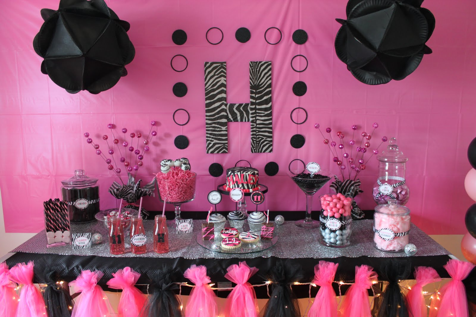 Pink and black zebra party ideas car interior design for Animal print decoration party
