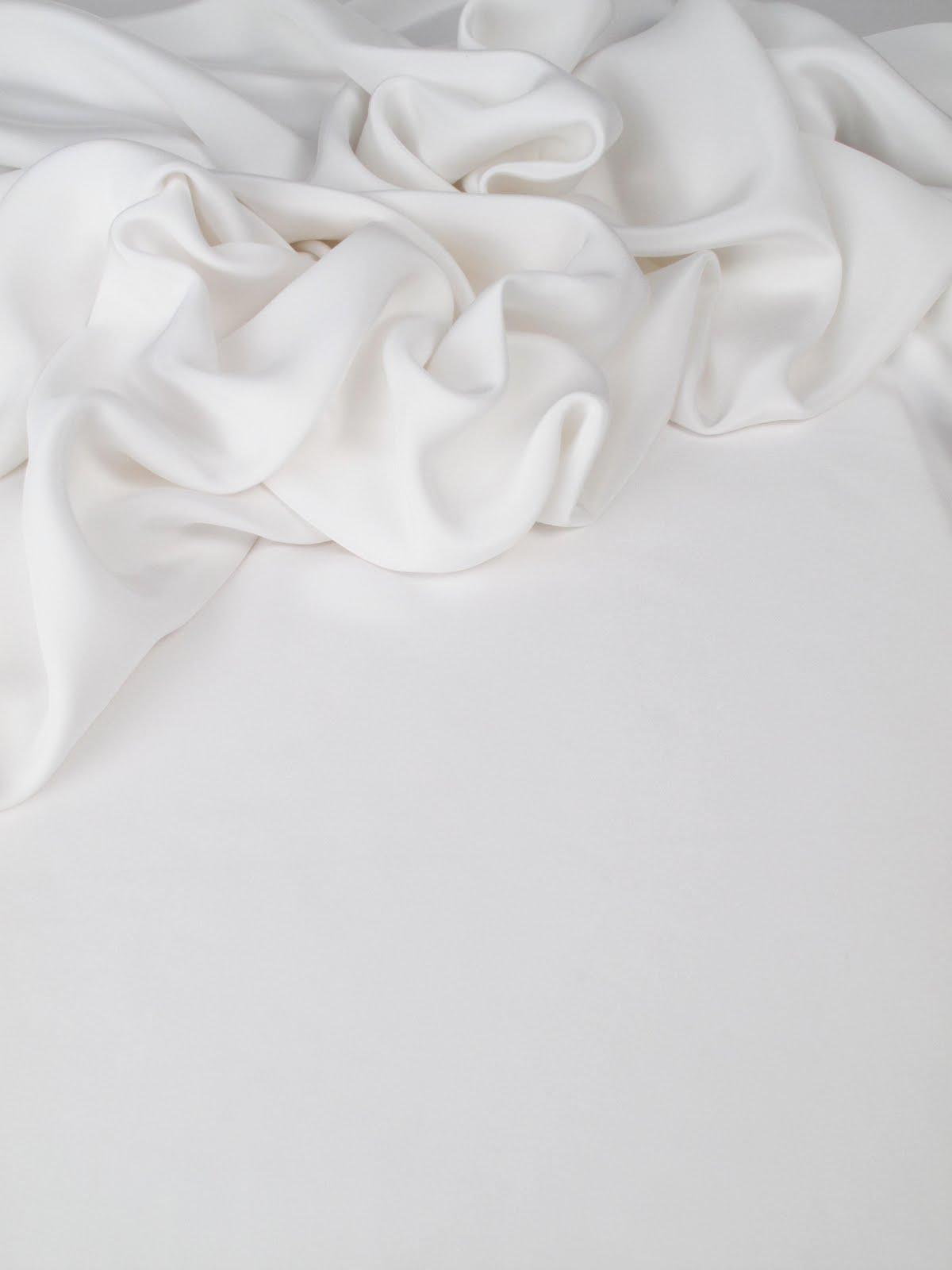 les nouveaut s au jour le jour chez stragier drap de soie lourd blanc. Black Bedroom Furniture Sets. Home Design Ideas