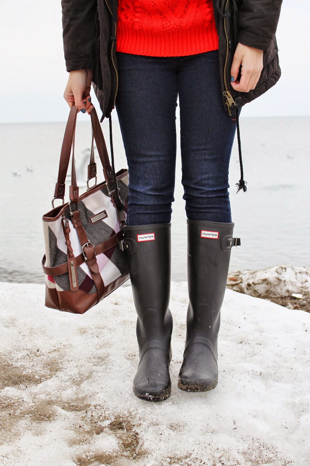 bijuleni - Hunter boots and Burberry purse