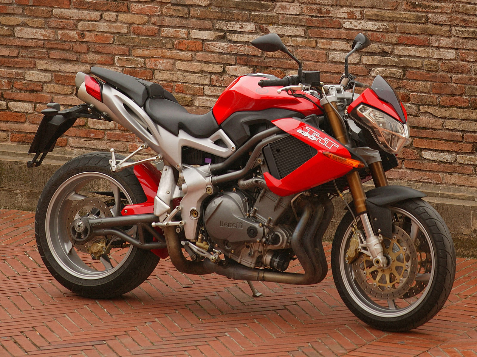http://2.bp.blogspot.com/-H3EhGiv1iUY/Tr29MtGo15I/AAAAAAAADyg/fIvXo9lYzOQ/s1600/2005_Benelli-TNT-1130_motorcycle-desktop-wallpaper_19.jpg
