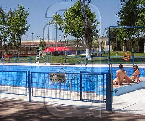 Se inicia la temporada de las piscinas p blicas dos for Piscina cubierta dos hermanas