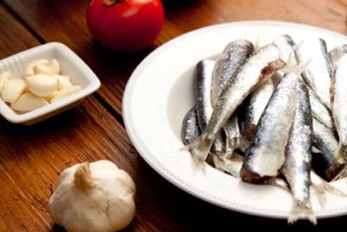 Cá mòi và tỏi rất tốt cho nhan sắc