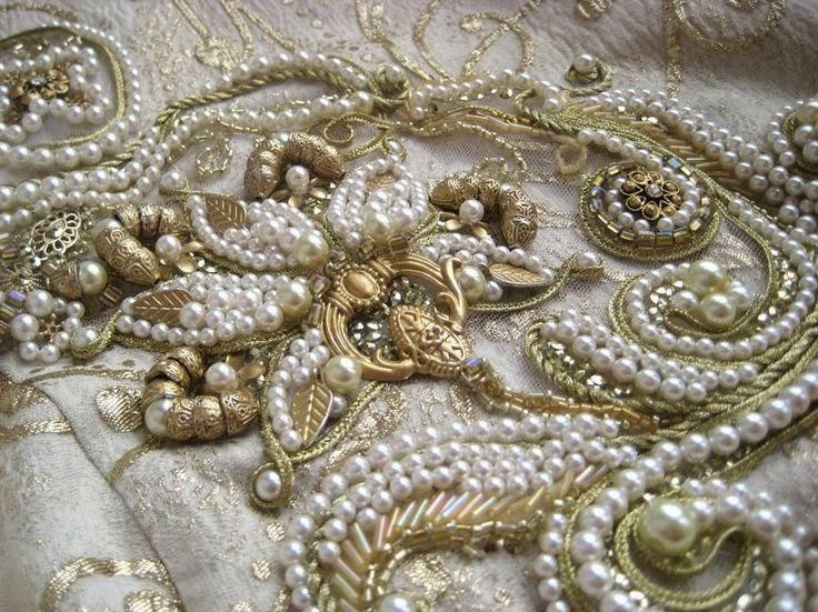 Вышивка одежды кружевом ручным