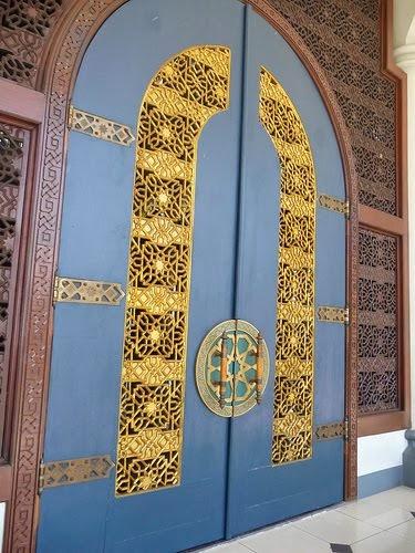 Pintu Masjid Nasional Al-Akbar Surabaya