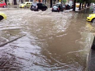 Затвориха пътя Варна – Бургас, коли бедстват край Златни пясъци