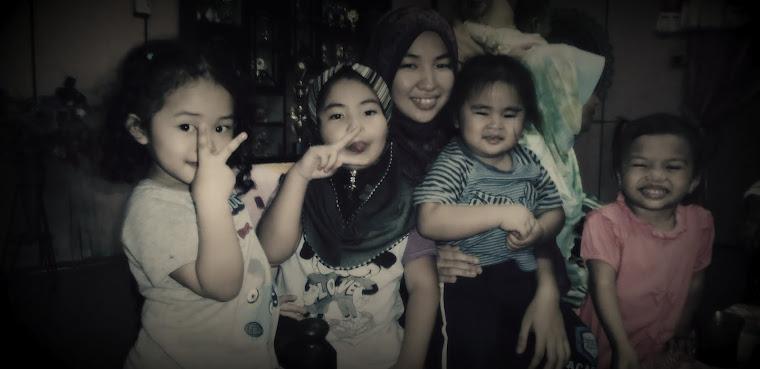 Bersama anak-anak yang comel...:)