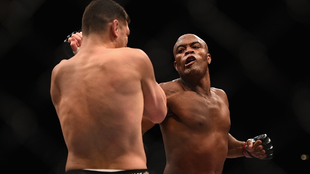Anderson Silva vence Nick Diaz