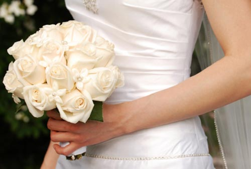 of inspirational wedding bouquet ideas White flowers come in different