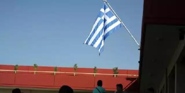 Τέλος και ο εθνικός ύμνος με την έπαρση της σημαίας στα σχολεία !!!