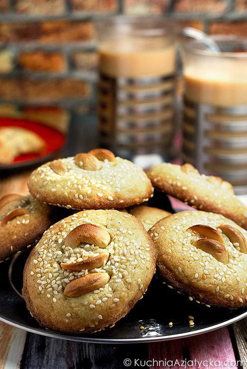 Sezamowo - kardamonowe ciasteczka z orzechami nerkowca © KuchniaAzjatycka.com
