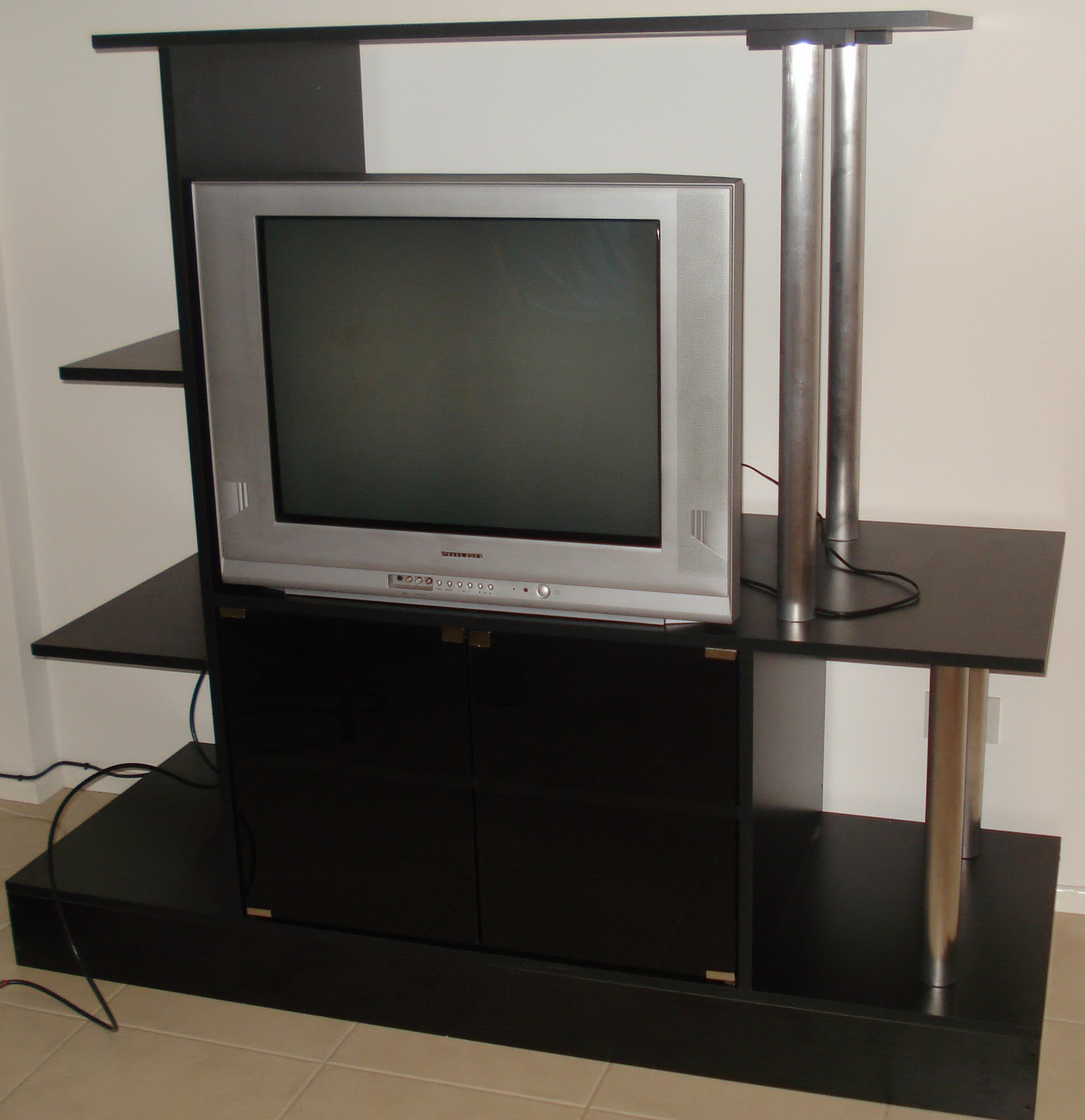 Daa carpinter a mesas para tv for Mesas televisor plasma